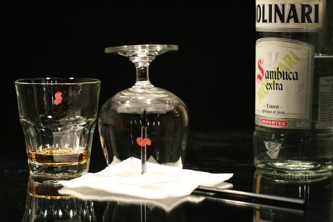 The glass with hot sambuca liqueur. Бокал с горячей самбукой.