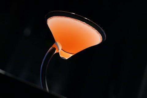 The 209 East Cocktail created by Dale DeGroff (Очень красивый коктейль в необычном бокале)