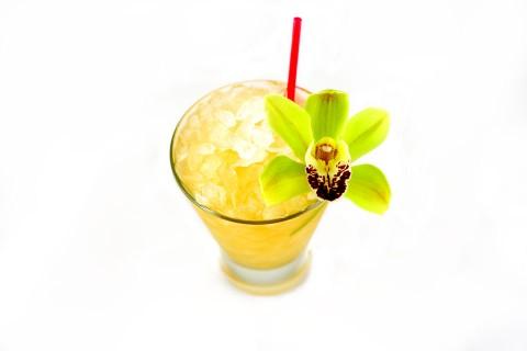 The Supreme Mai-Tai Cocktail garnished with otchid (Коктейль Май Тай украшенный зеленой орхидеей)