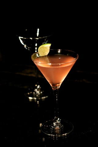 The Metropolitan Cocktail in the dark (Коктейль Метрополитан)