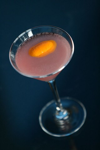 The Cosmopolitan Cocktail (Коктейль Космополитан (розовый коктейль))