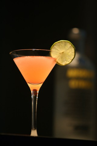 The Cosmopolitan Cocktail (Cosmo Cocktail) garnished with lime wheel (Коктейль Космополитен (Космо) украшенный колесиком лайма)