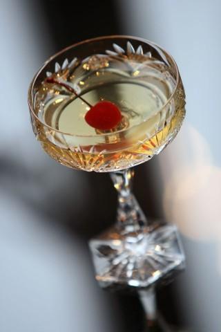 The Yellow Daisy Cocktail (Savoy) in beautiful old crystall glass (Коктейль Желтая Дейзи (Савой) в старинном хрустальном бокале)
