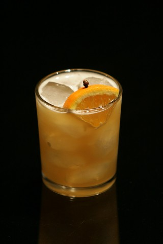 The Bee's Knees Cocktail garnished with orange piece (Коктейль Высший Сорт украшенный долькой апельсина)