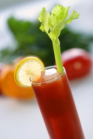 The Bloody Mary Cocktail garnished with selery stalk (Коктейль Кровавая Мери украшенный стеблем сельдерея)