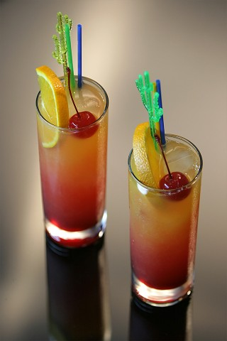 Two Tequila Sunrise Cocktail modern style (Два коктейля Текила Санрайз)