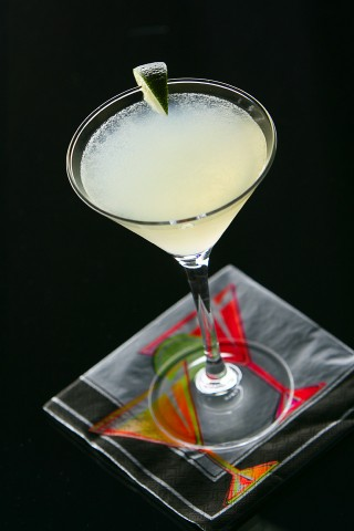 The Lime Daiquiri Cocktail garnished with a lime wedge (Коктейль Лаймовый Дайкири, украшенный долькой лайма)