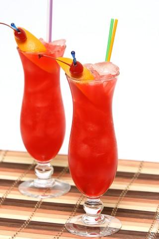 Two Hurricane Cocktail (Два коктейля Харикейн)