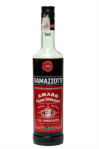 Бутылка Амаро Рамаззотти