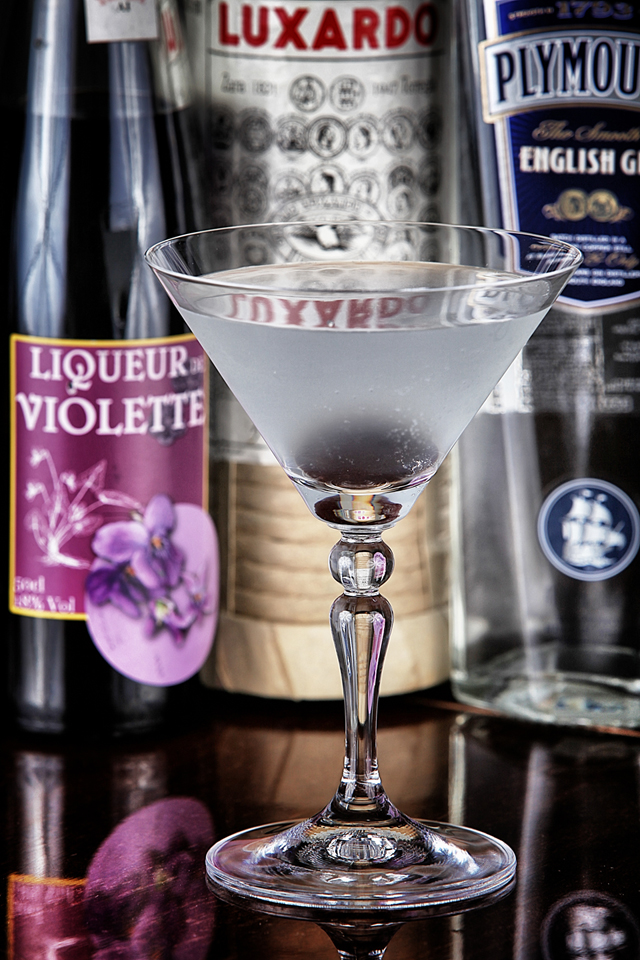 Aviation Cocktail with a violette liqueur | ScienceOfDrink.com