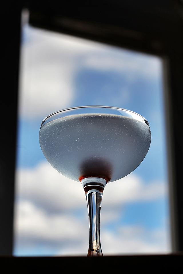 Aviation Cocktail in the blue sky | ScienceOfDrink.com