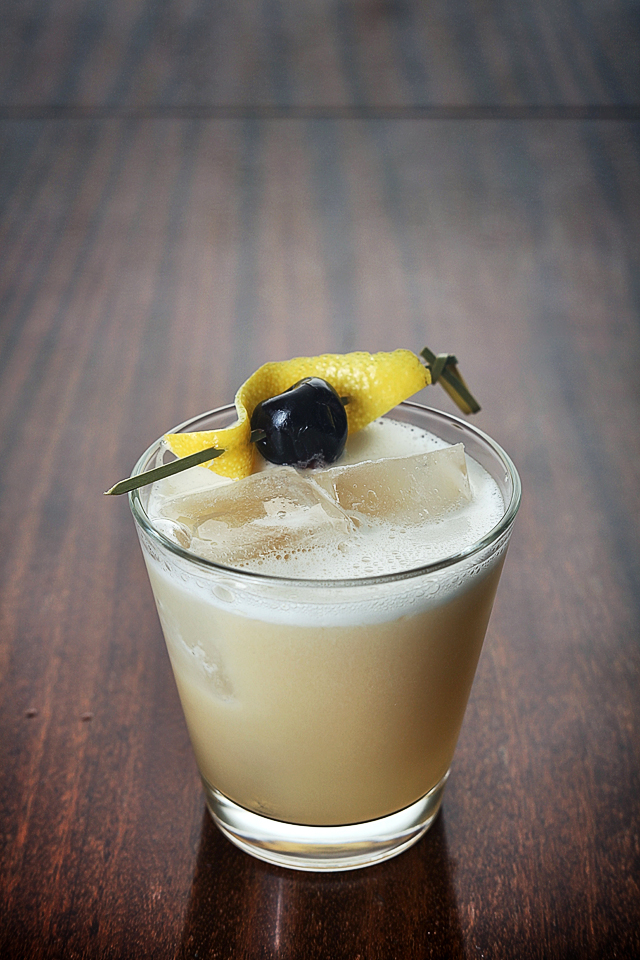 Amaretto Sour Cocktail | ScienceOfDrink.com