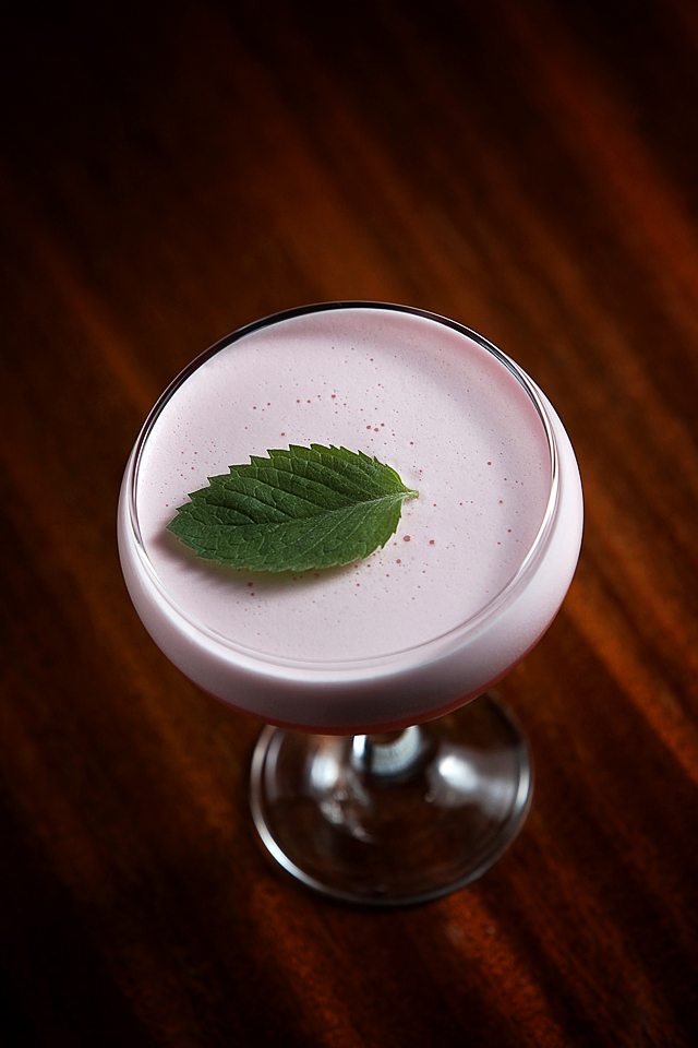 Clover Leaf Cocktail with beauty foam | ScienceOfDrink.com
