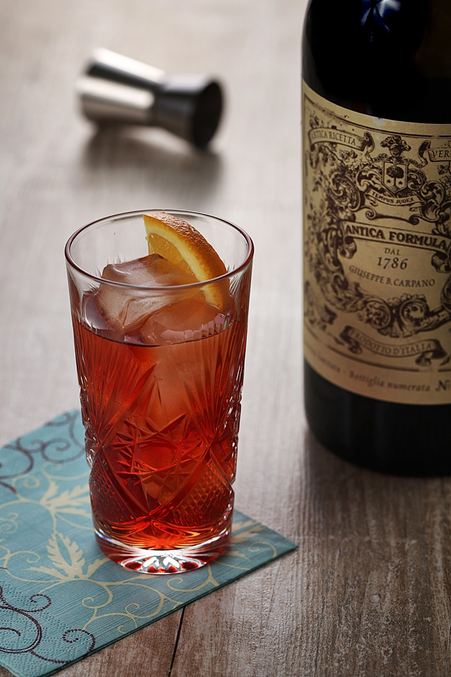Negroni Cocktail Antica Formula | ScienceOfDrink.com