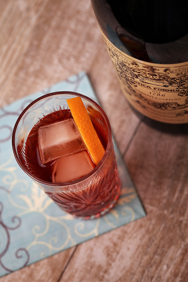 Negroni Cocktail | ScienceOfDrink.com