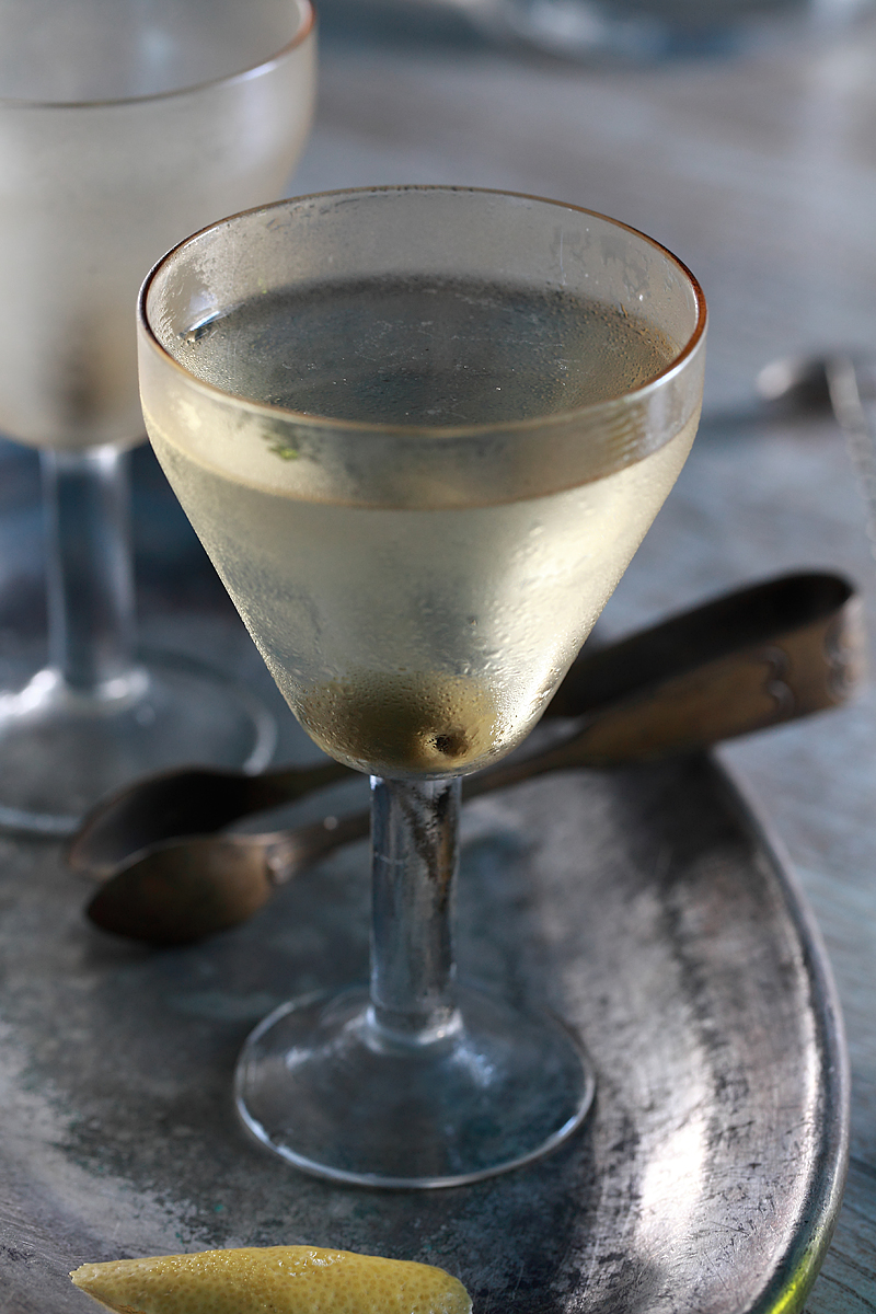 Dry Martini Cocktail | ScienceOfDrink.com
