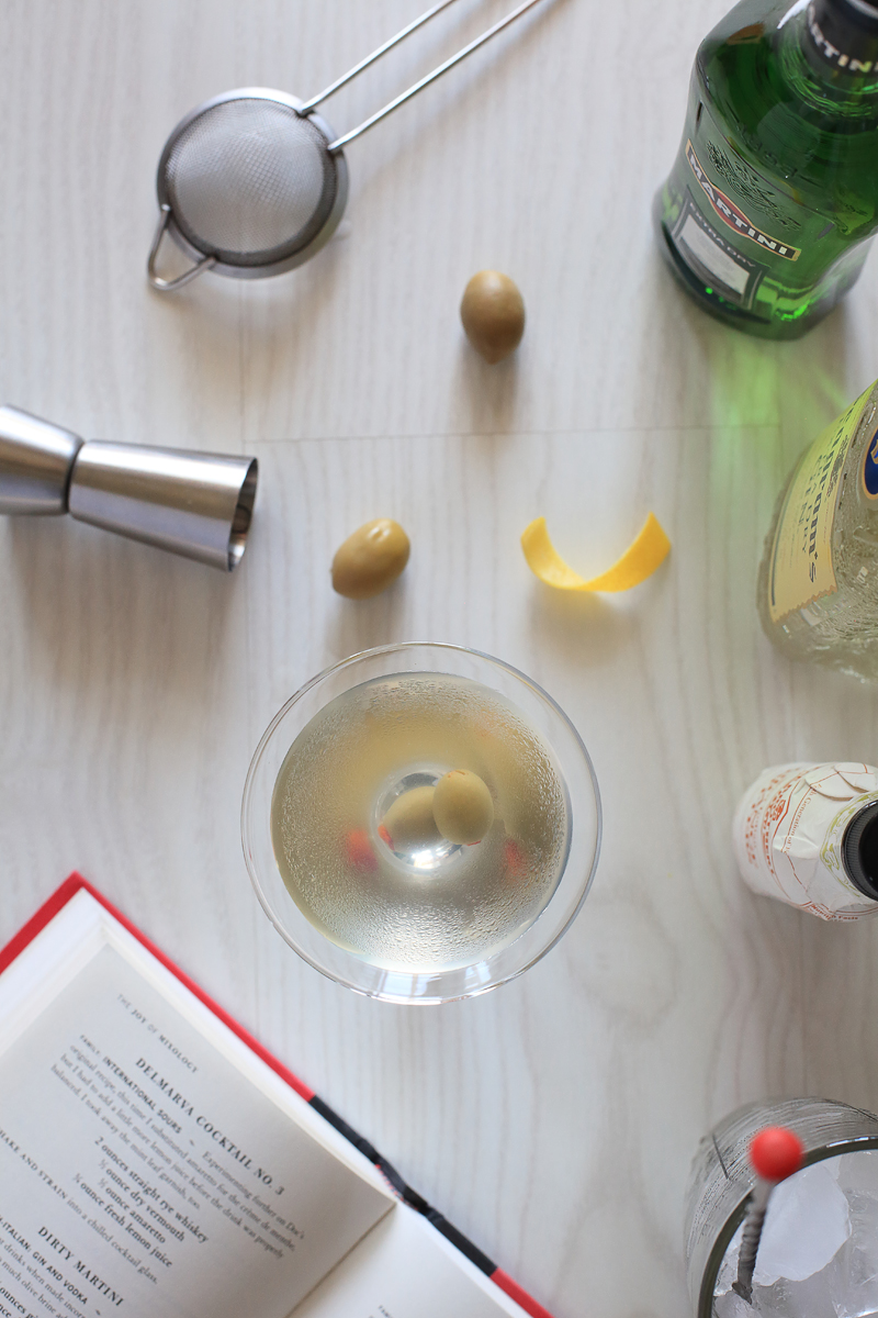 How to mix Dirty Martini Cocktail | ScienceOfDrink.com