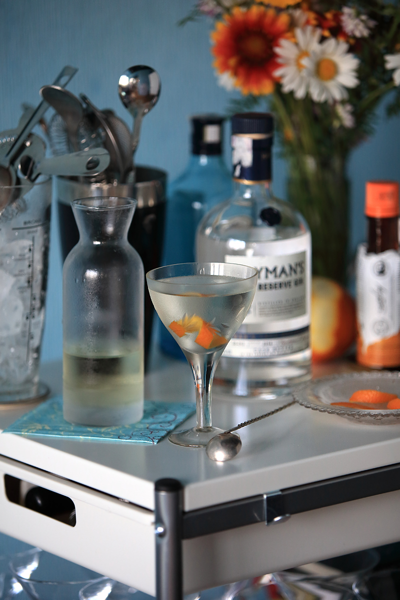 Why you need a perfect style bar-cart for Tuxedo | ScienceOfDrink.com
