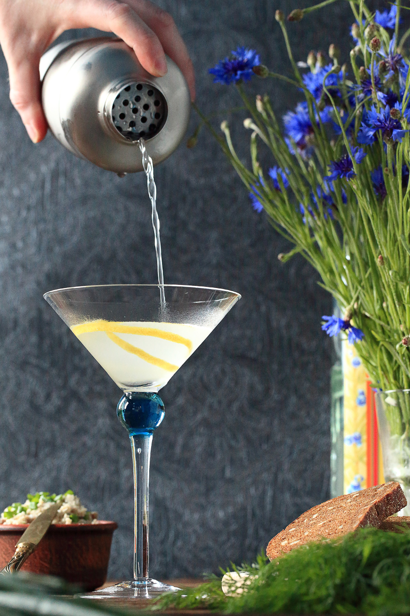 The Vesper Cocktail tutorial | ScienceOfDrink.com