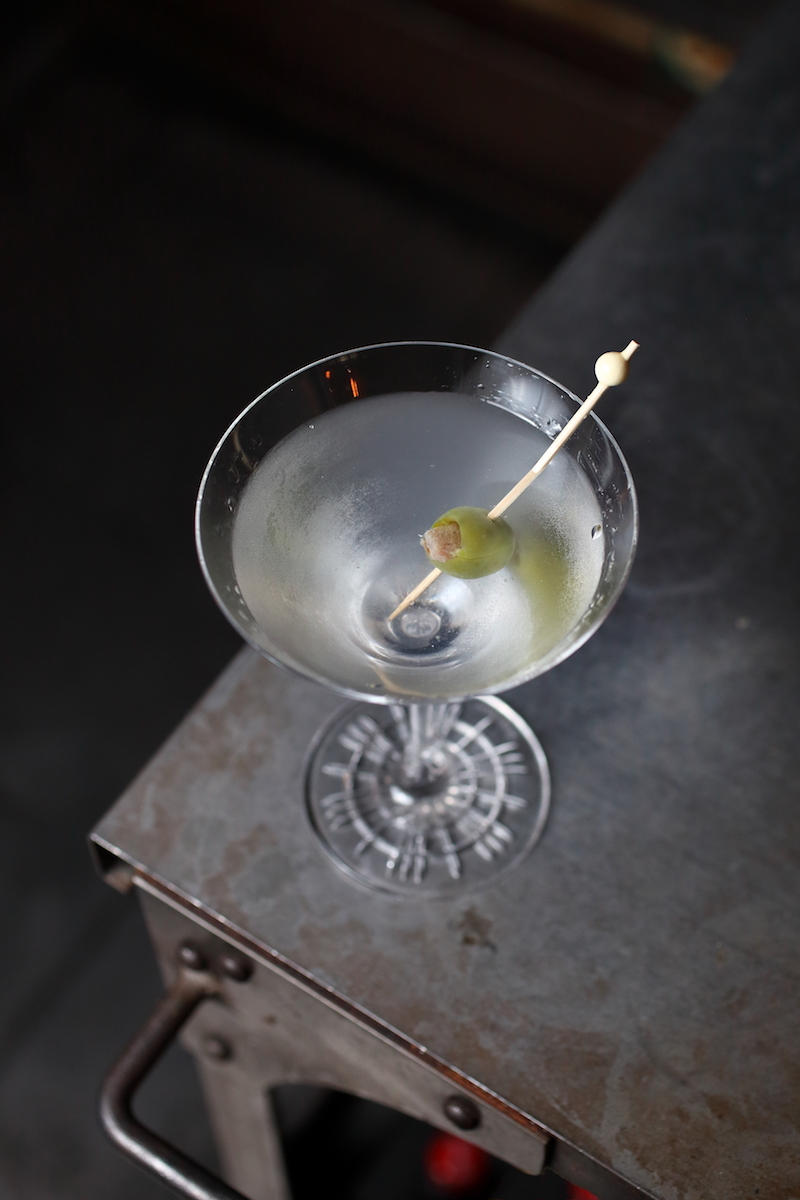 A Bespoke Dry Martini Cocktail | ScienceOfDrink.com