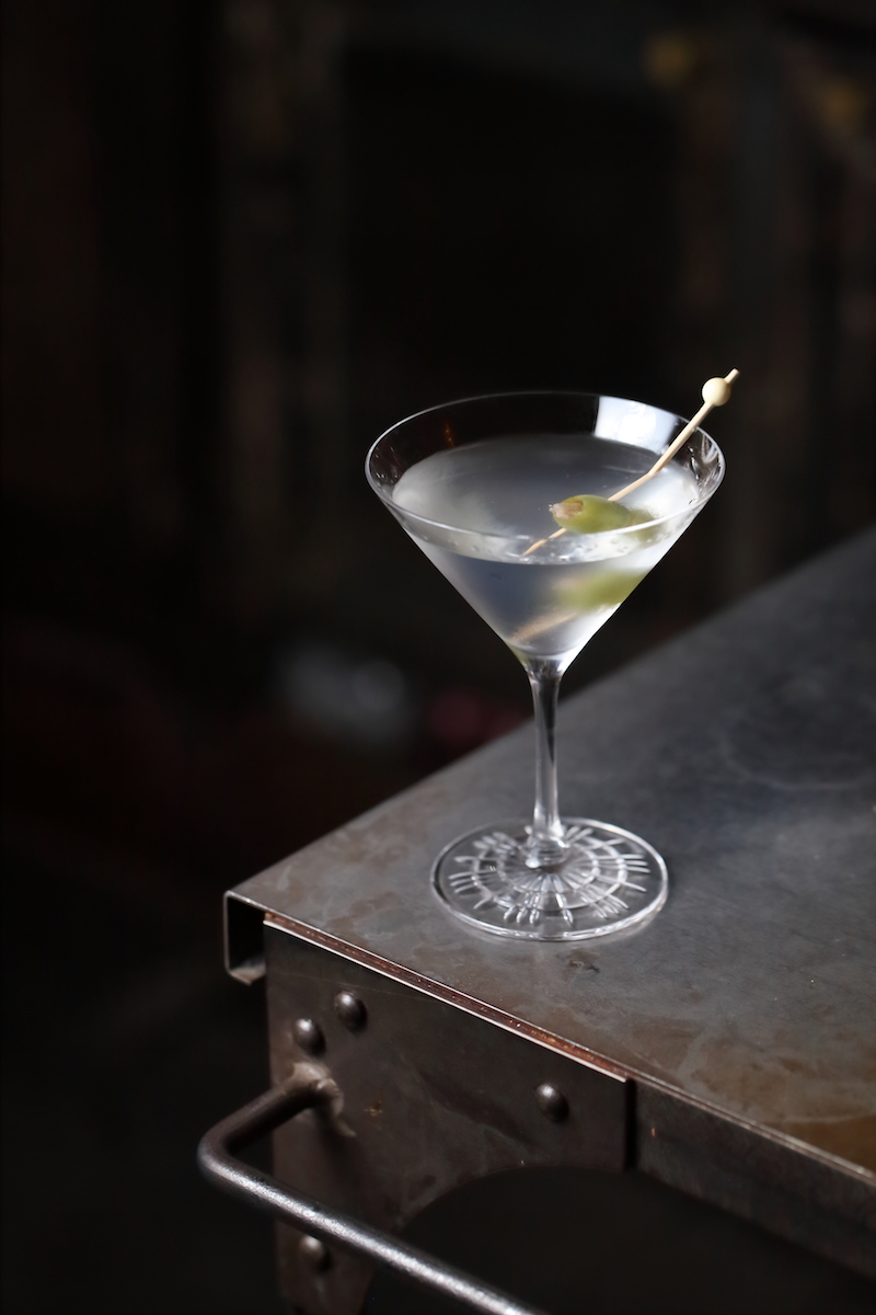 The Perfectly Crafted Dry Martini Cocktail | ScienceOfDrink.com