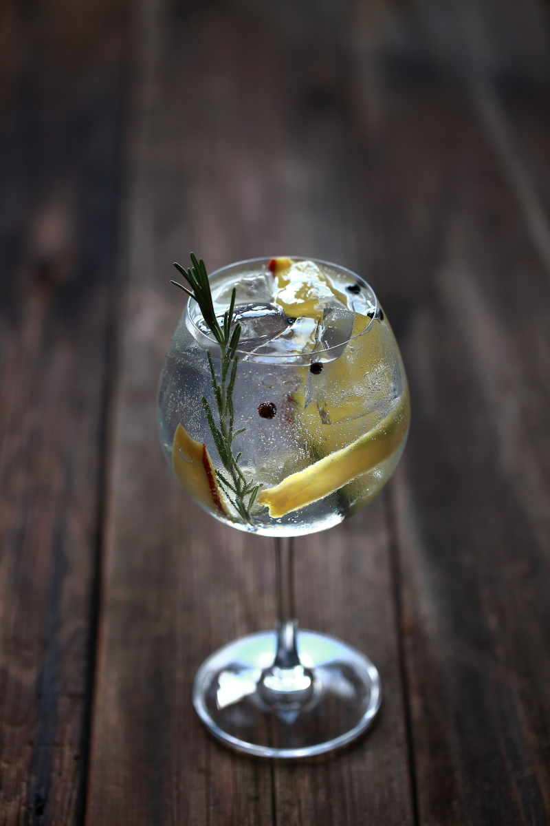 Mango, Juniper berry, and Rosemary Gin Tonic | ScienceOfDrink.com