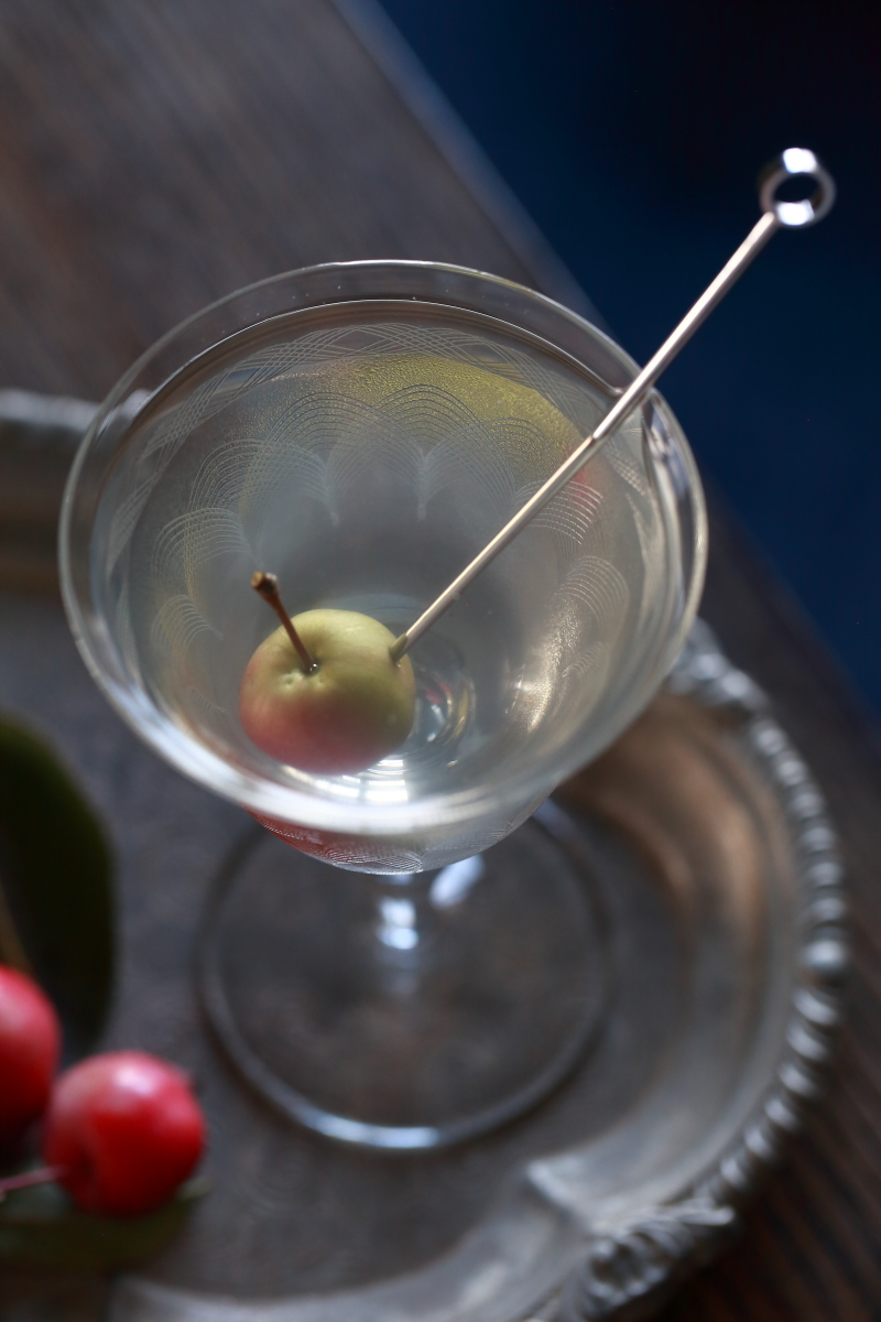 Dry Martini Garnished with a small apple | ScienceOfDrink.com